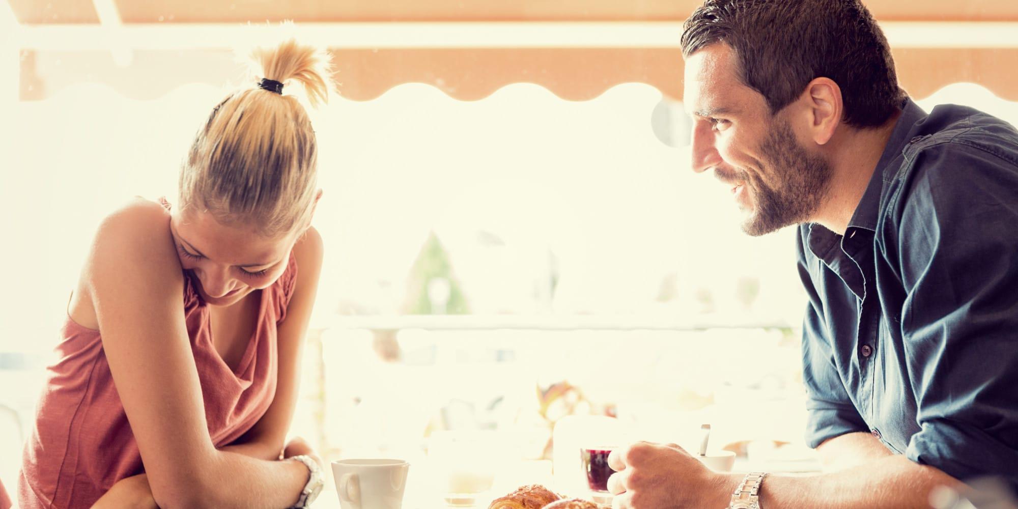 WOMAN-MAN-TALKING-ON-A-DATE