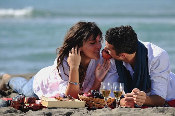 sexy-food-picnic-on-the-beach